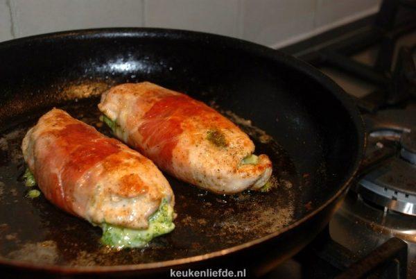 Kipfilet met pesto en parmaham