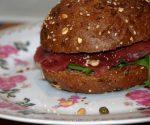 Lekker lunchgerecht – volkorenbol met carpaccio