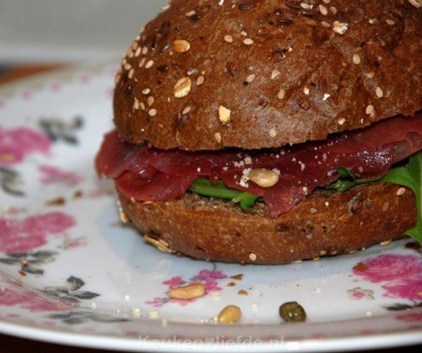 Lekker lunchgerecht - volkorenbol met carpaccio