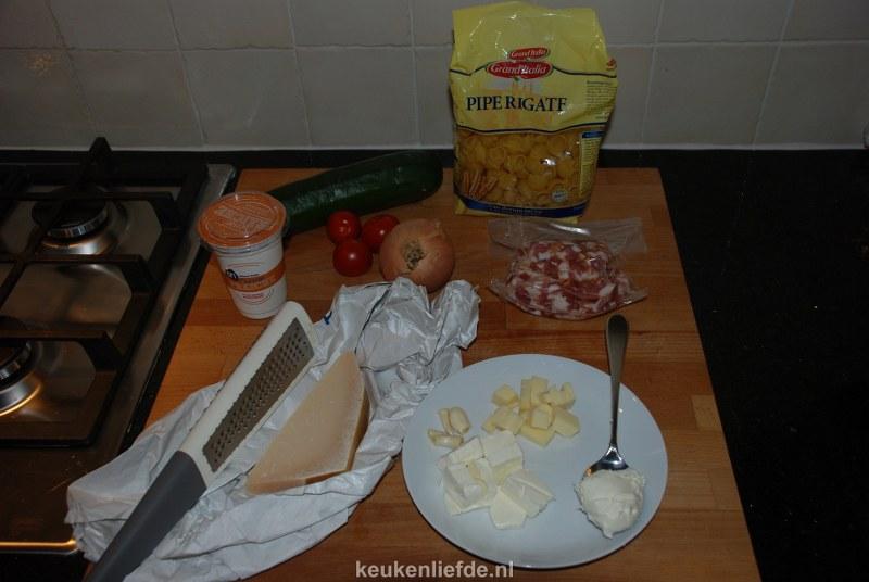 pasta met spekjes en courgette