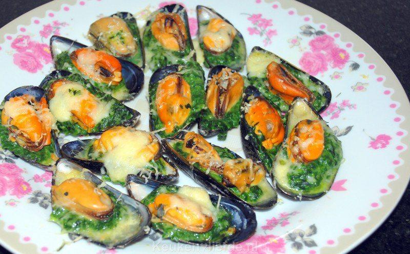 Gegratineerde mosselen met spinazie