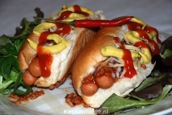 Amerikaanse Chili dog (hotdog met chili)
