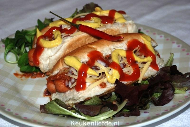 Amerikaanse Chili dog (hotdog met chili)