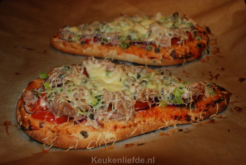 Snackbrood met tonijn, rode ui kaas