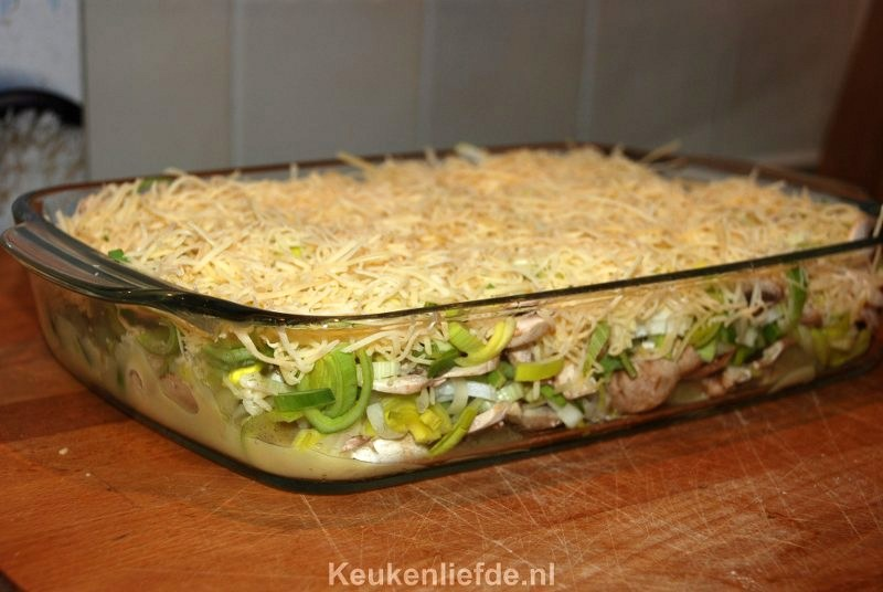Prei ovenschotel met ham en kaasrolletjes
