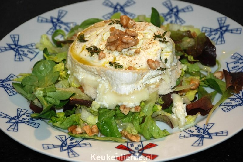 Warme geitenkaas salade met appeldressing