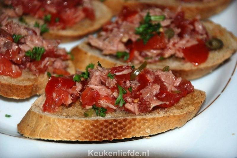 Bruschetta met tomaat-tonijnsalsa