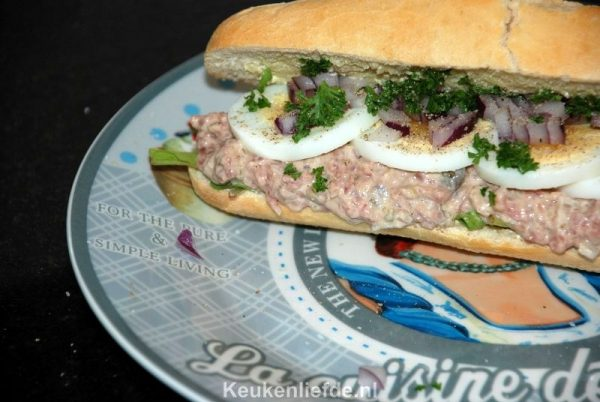 Lunchbroodje met zelfgemaakte filet americain