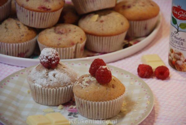 Cupcakes met frambozen en witte chocolade