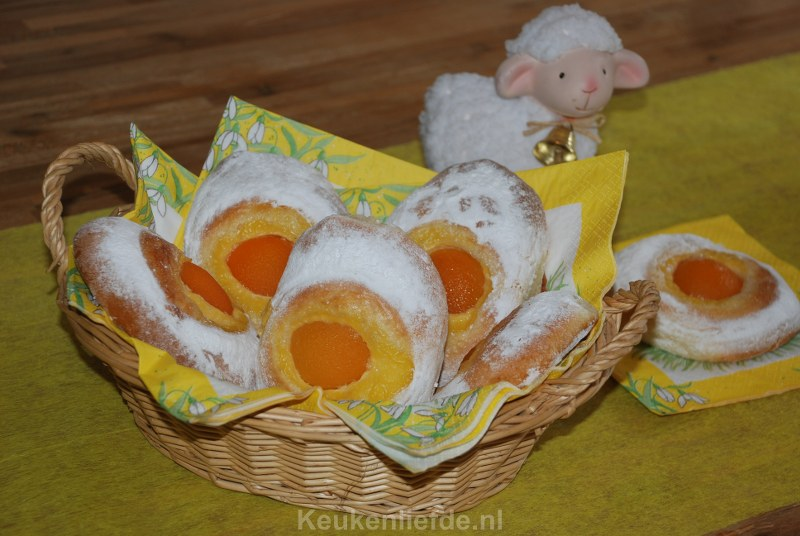 Puddingbroodjes met abrikozeneieren