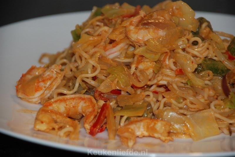 Snelle Thaise curry met roerbaknoedels