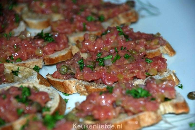 Bruschetta met zelfgemaakte steak tartare