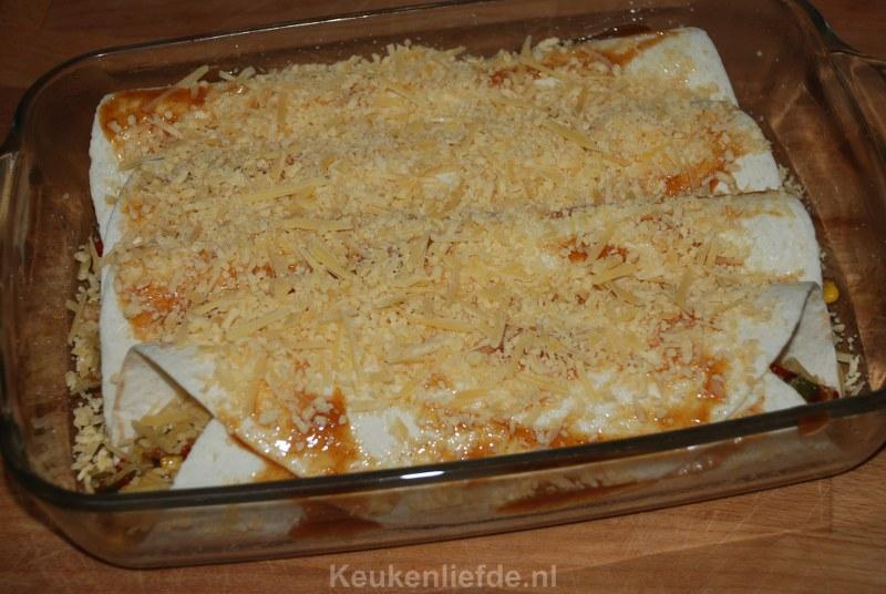 Tortilla wraps met gerookte kip en ananas