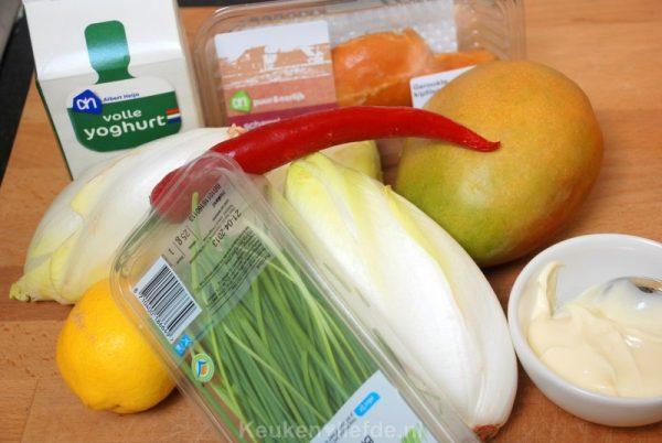 Witlofsalade met gerookte kip en mango