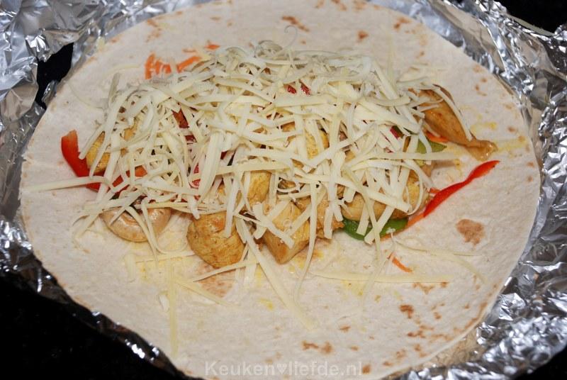 Gevulde tortilla wraps met paprika en kip