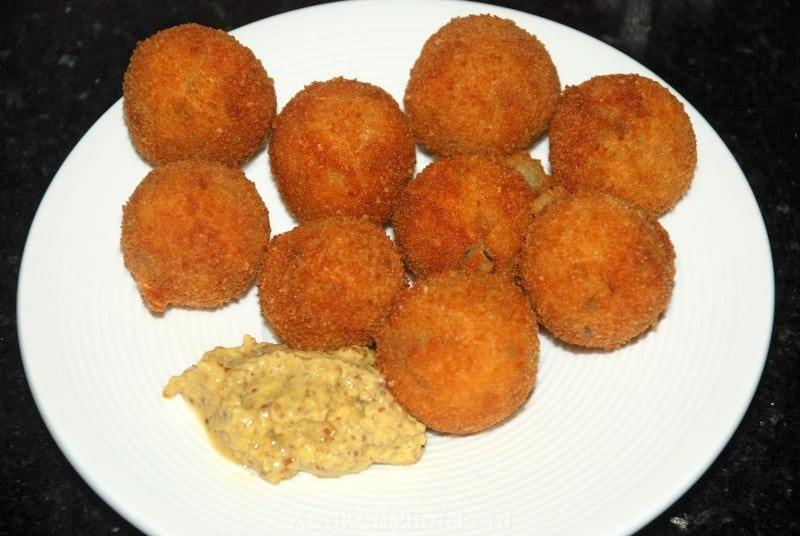 Rundvleesbitterballen