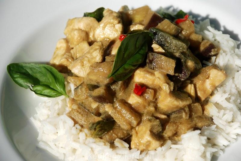 Thaise groene curry met kip en aubergine
