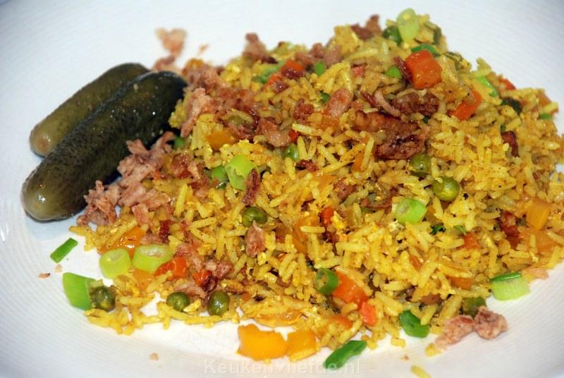Gebakken gele rijst met ei