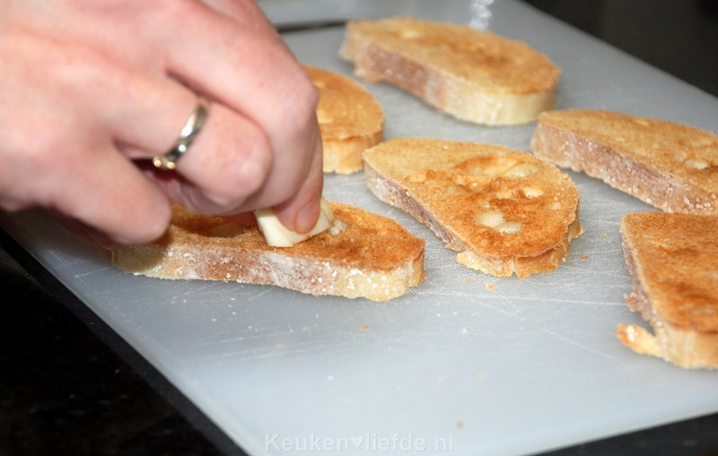 Bruschetta met chorizo en uienchutney