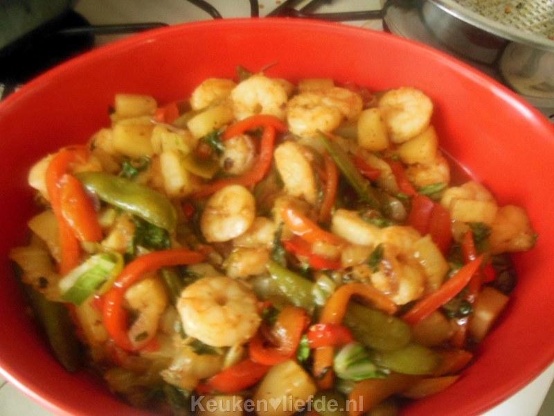 Zoetzure gamba's met gemende groenten van Lya