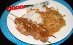 Pittige witte kool met rijst en zelfgemaakte satés