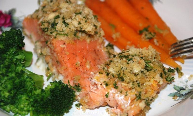 Zalm uit de oven met krokante peterseliekorst