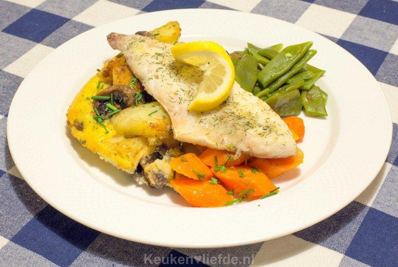 Aardappeltortilla (ei en champignons), snijbonen, wortel en schelvis