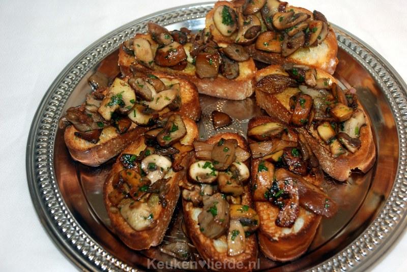 Bruschetta met paddenstoelen