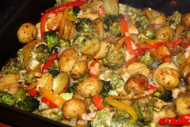 Pesto ovenschotel met krieltjes, broccoli en kip