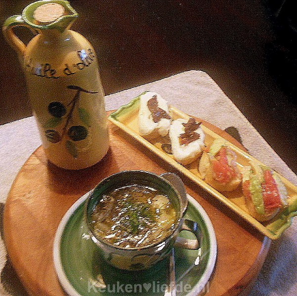 Venkelsoep met mozzarellacrostini van Lya