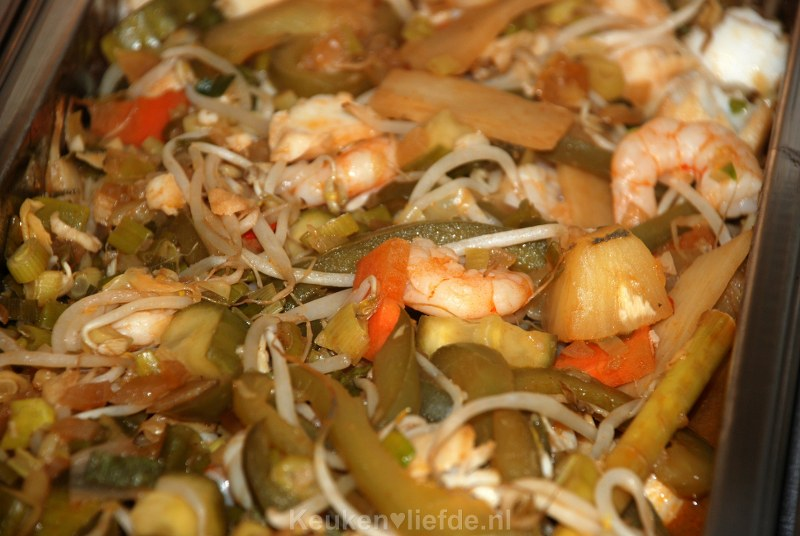 Vis en groenten in zoetzure saus