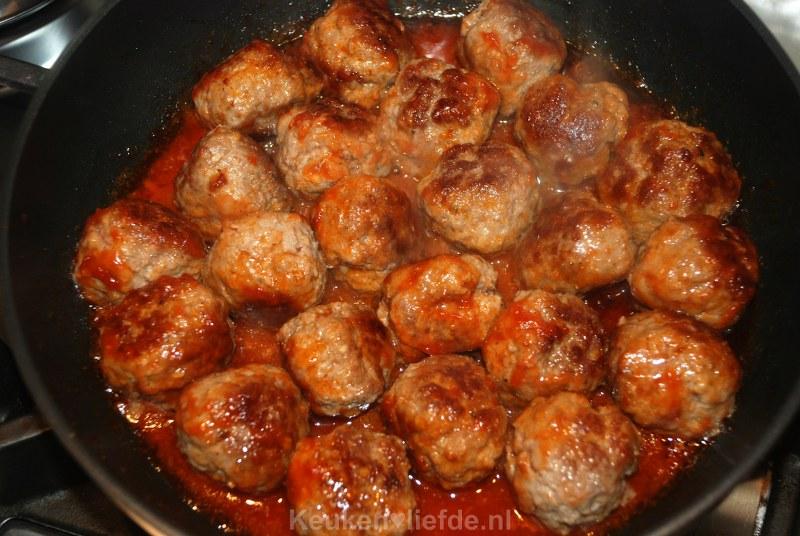Gehaktballetjes in à la minute tomatensaus