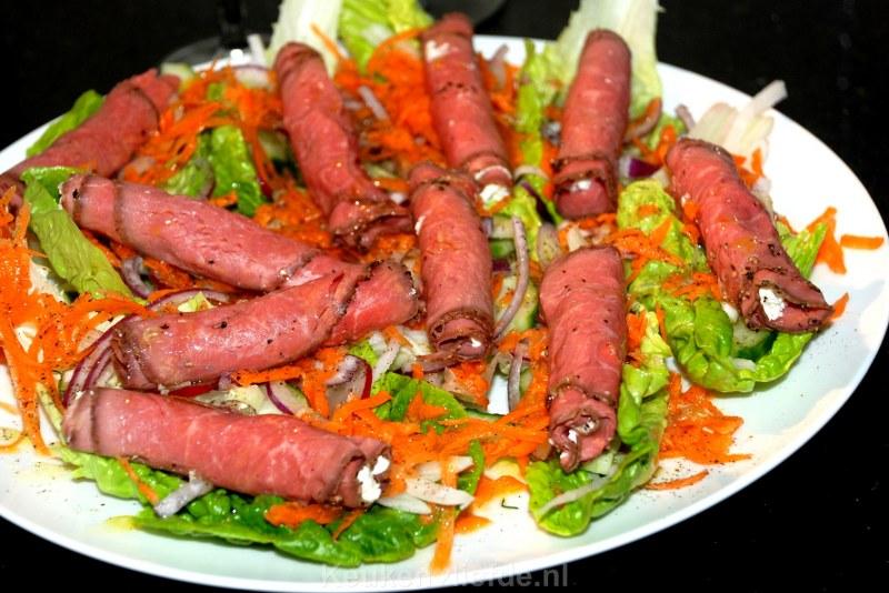Rosbiefsalade met boursin, rettich en radijs
