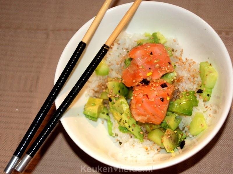 Sushi bowl met mi-cuit zalm