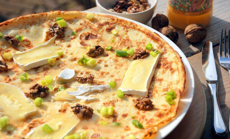 Pannenkoek met brie, walnoten en honing