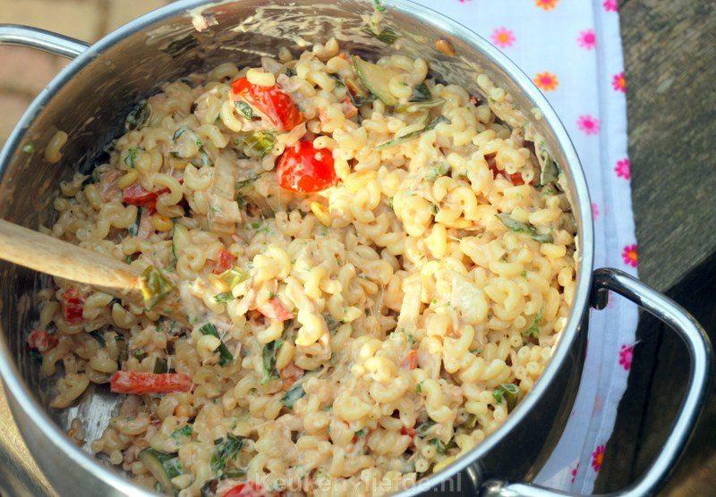 Macaronisalade met tonijn en gegrilde groenten