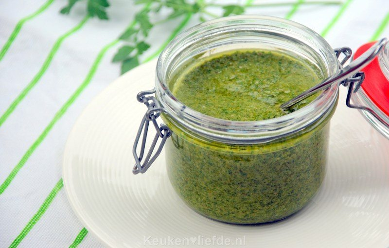 Salsa verde - smaakvolle groene kruidensaus