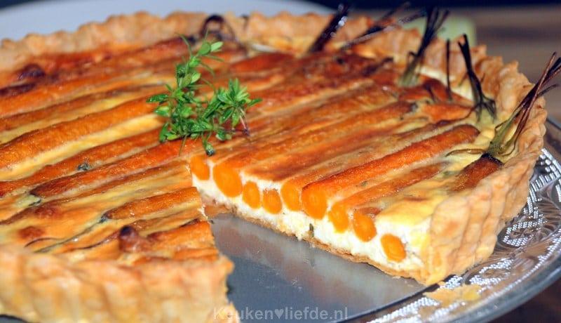 Geglaceerde worteltaart met brie