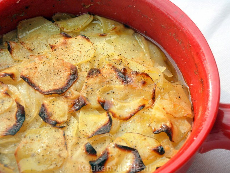 Aardappelgratin met bouillon - pommes boulangère