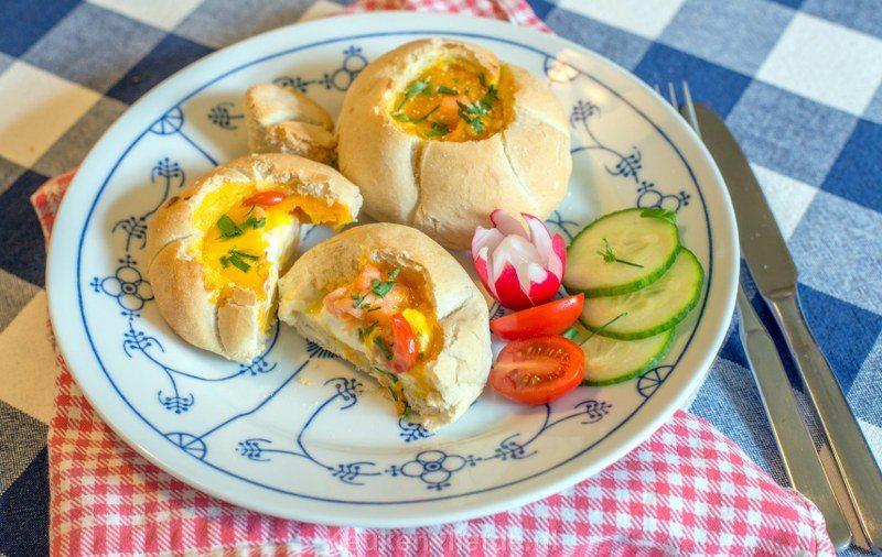 Gevulde broodjes met ei en zalm