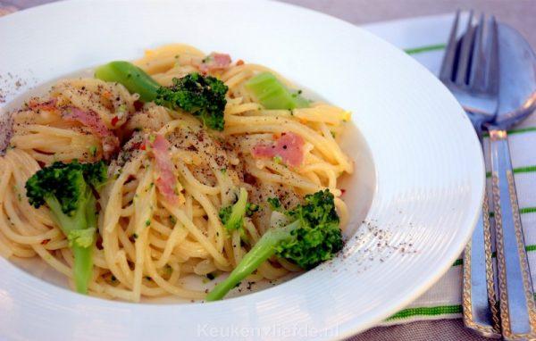 Spaghetti carbonara met broccoli en chili