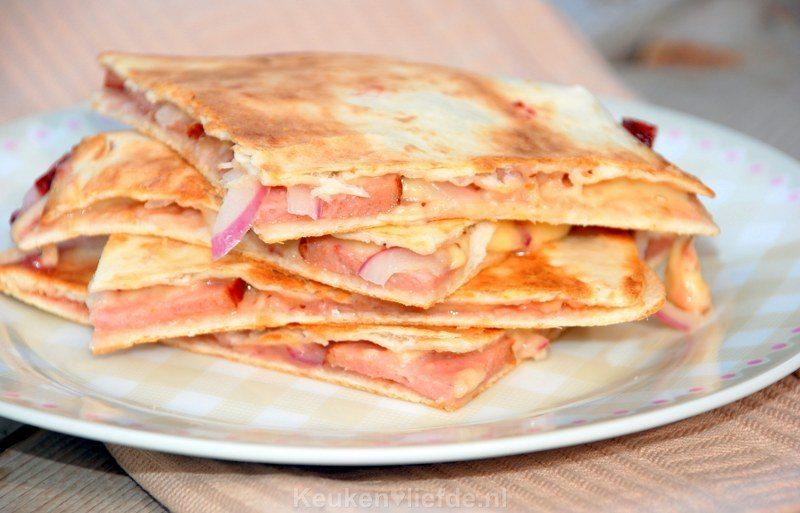 Quesadilla met grillworst en kaas