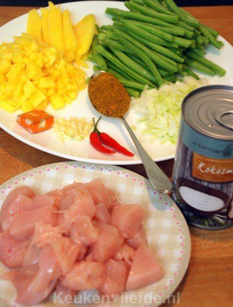 Kip madras met sperziebonen en mango