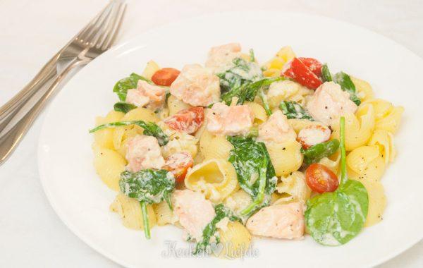 Spijs & Wijn: pasta met zalm en spinazie in wittewijnsaus