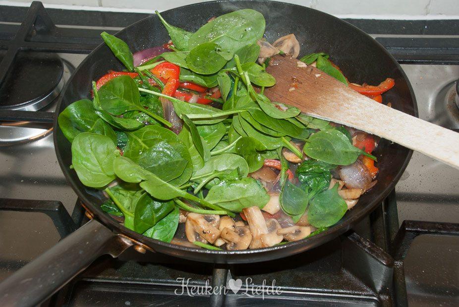 Omelet met gorgonzola en veel veggies-5