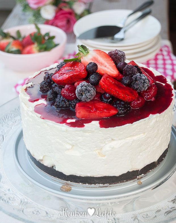 Ongebakken cheesecake met zomerfruit