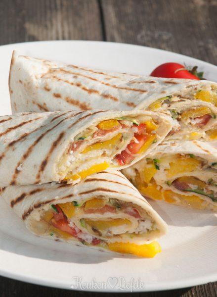 Wraps met hummus en gegrilde groenten