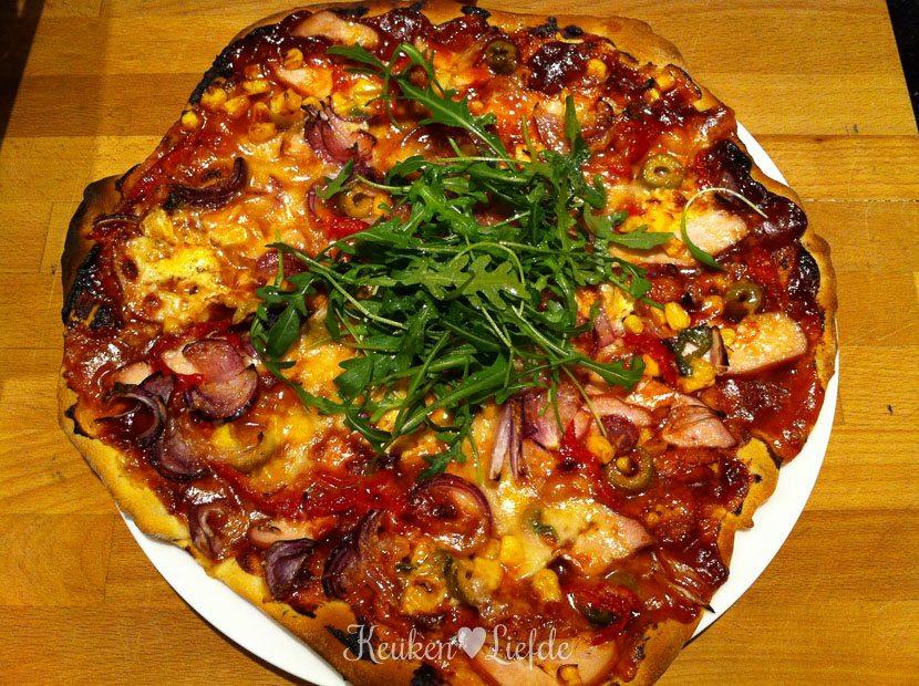 De pizza barbecue-chicken van papa en mama. Yumm!!