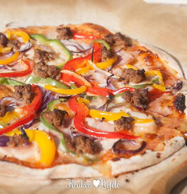 Mieks Special: pizza BBQ mixed-grill