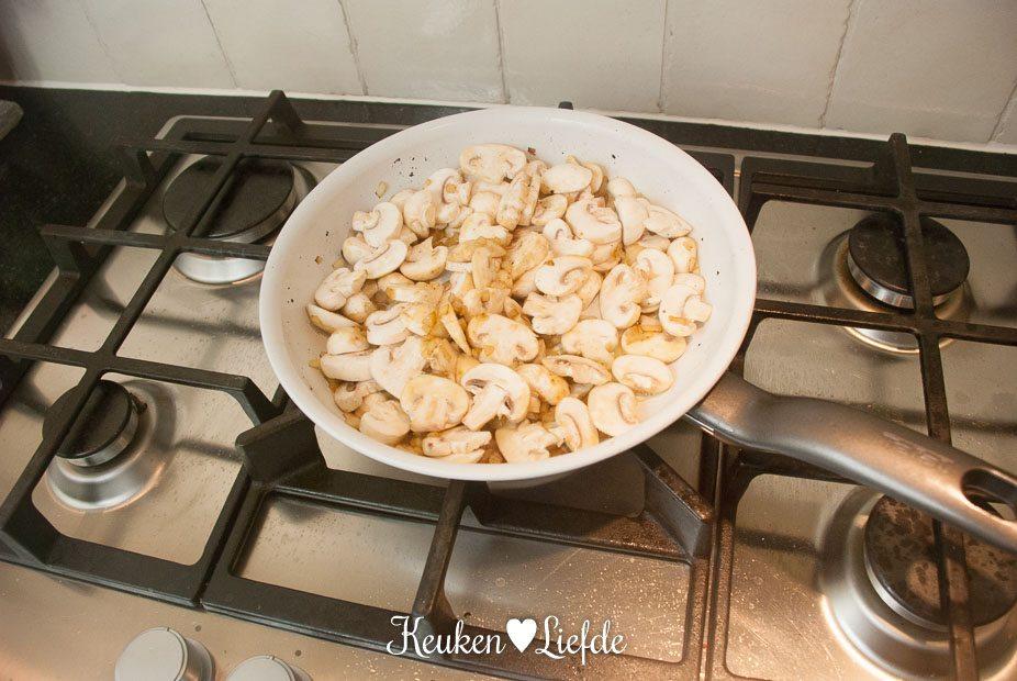 saliemedaillons met champignonroomsaus-0630